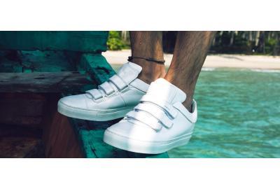 Hoe houd je toch die witte schoenen schoon? Nou, zo!