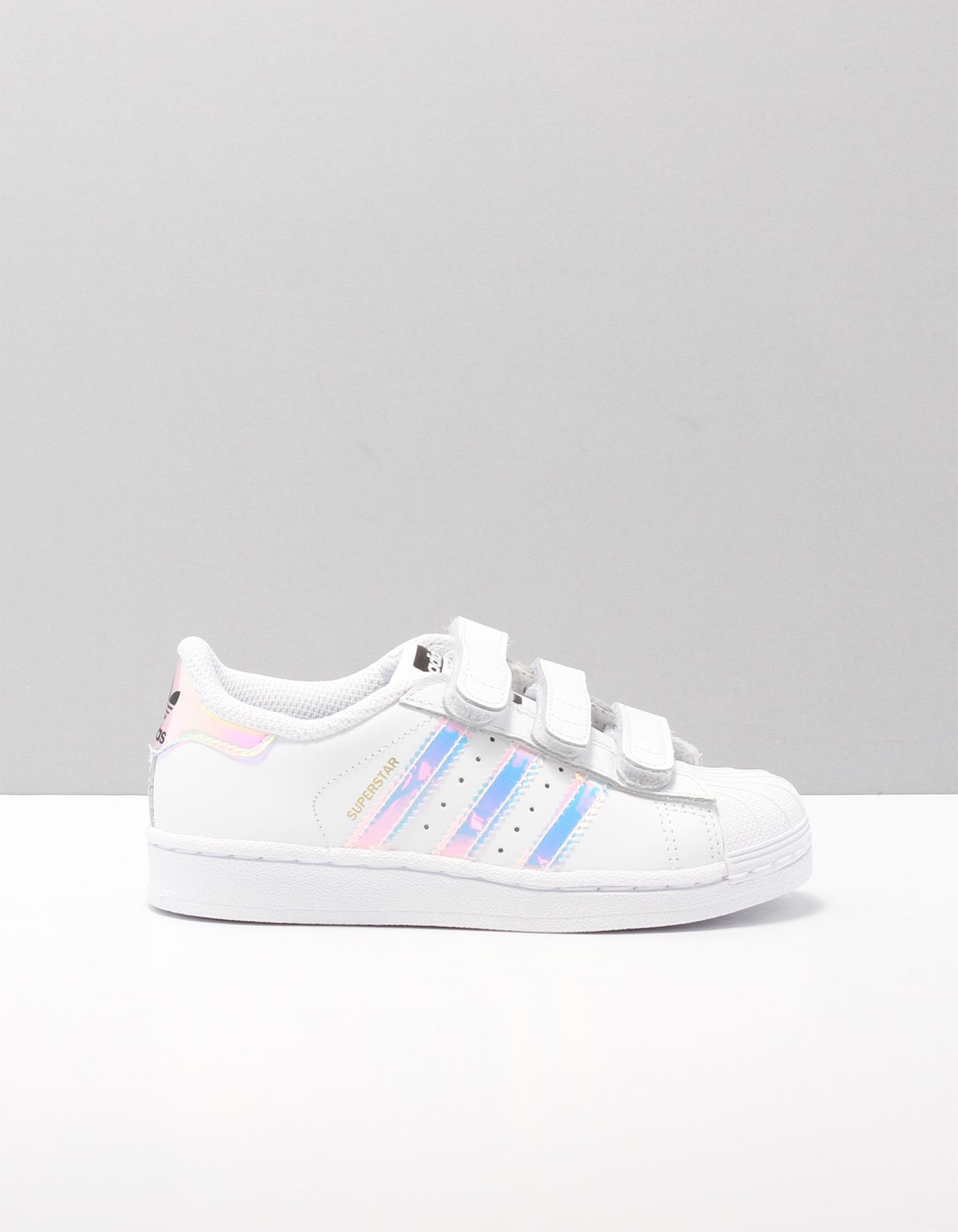 dcf7d2baeb8 De SUPERSTAR FOUNDATION schoenen met klittenband van Adidas bestellen   by  SHUZ